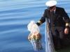 Bestattungsinstitut Rose Seebestattung, ablassen-seeurne-vom-kapitaen