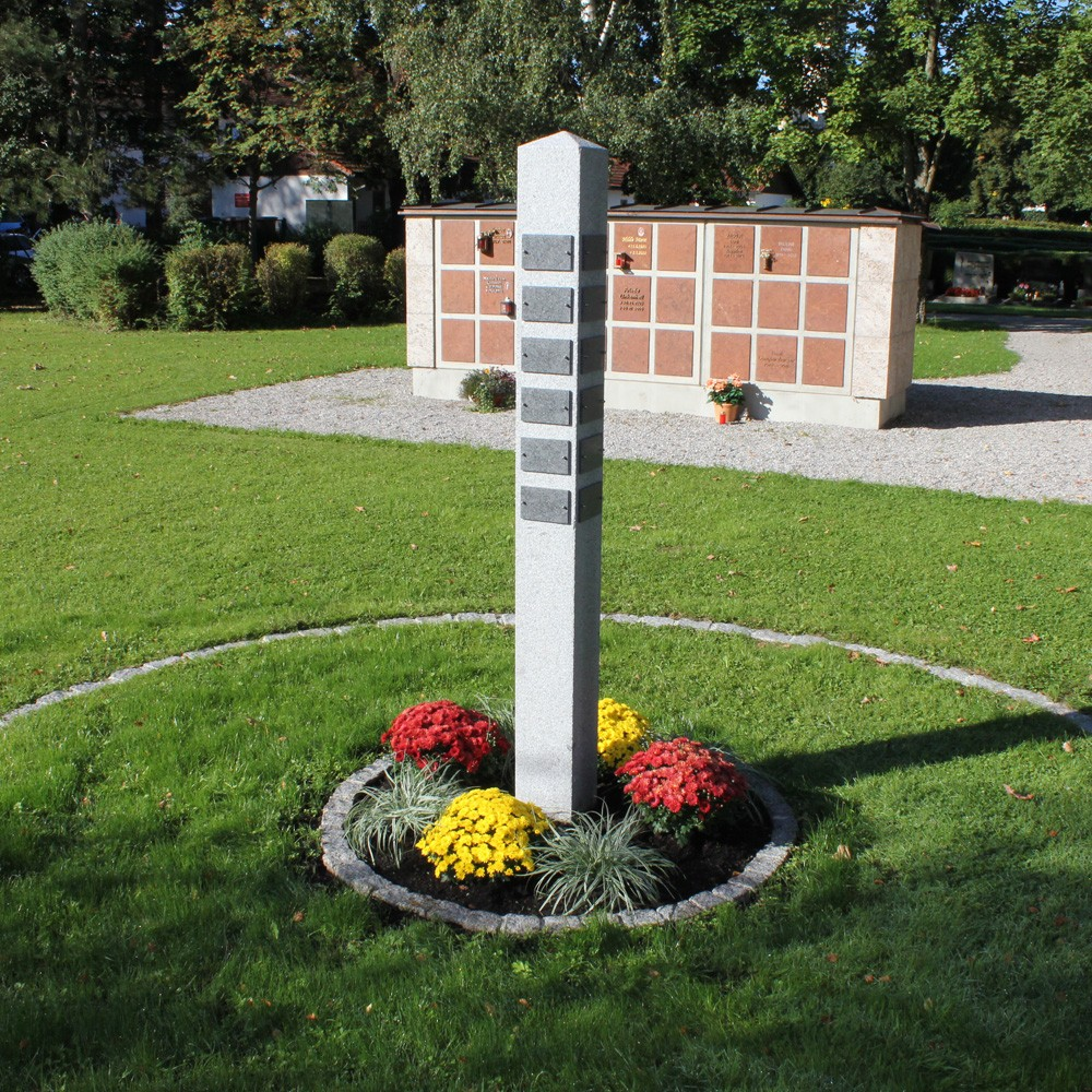 Bestattungsinstitut Rose Urnenstehle Friedhof St. Johann, Peißenberg